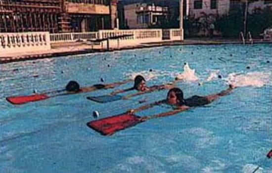 Aula em 1974/75 na Escolinha de Natação do clube, que formou vários campeões.