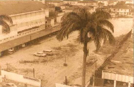 Terreno entre a Rua José Cabalero e a Av. Ana Costa, onde seria a sede do clube, em 1970